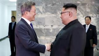 တောင်ကိုရီးယား သမ္မတ မွန်ဂျေအင်းနဲ့ မြောက်ကိုရီးယား ခေါင်းဆောင် ကင်ဂျုံအွန်း