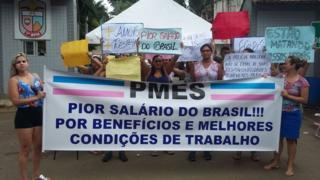 Mulheres capixabas protestam diante de batalhão da PM no ES