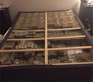 Кровать с деньгами внутри