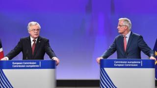 David Davies y Michel Barnier