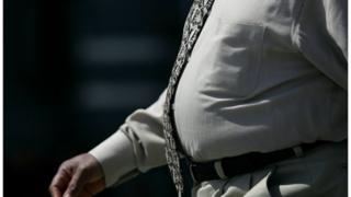 Imagen de hombre con sobrepeso pasea en San Francisco.