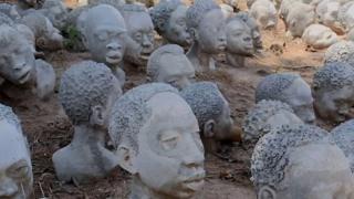بالفيديو: فنان أفريقي يجسد أسلافه في العبودية