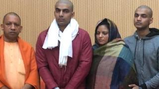 बुलंदशहर हिंसा में मारे गए इंस्पेक्टर सुबोध के परिजनों ने सीएम योगी आदित्यनाथ से मुलाक़ात की