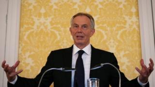 Bamwe baravuga ko Blair atakurikije amategeko mu kuja mu ntambara ya Iraq