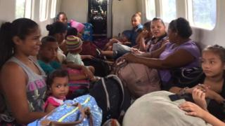 People being evacuated by police from several zones province of Limon, Costa Rica (22 November 2016)