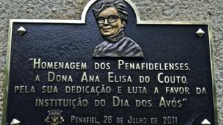 Plaquinha alusiva à criadora do Dia dos Avó,s em Penafiel, Portugal