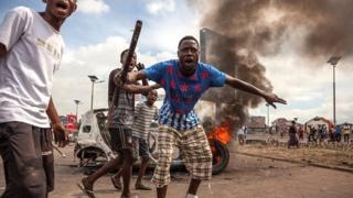 En RDC, l'opposition et le mouvement Lucha ont prévu de marcher lundi pour exiger la tenue des élections avant fin 2017.