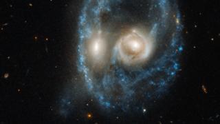 Duas galáxias se chocando