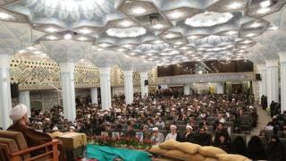 """یکی از سالنهای """"موسسه امام خمینی"""" که محمد تقی مصباح یزدی رئیس آن است"""