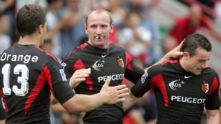 Gareth Thomas playing for Toulouse