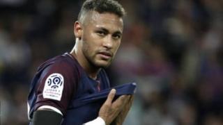 Dani alvez anasema kwamba Neymar Jr ataheshimiwa akiwacha tabia zake za kitoto