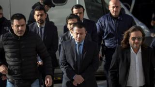 8 firari asker Yunanistan'a sığınma başvurusunda bulundu.