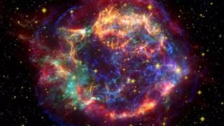 """ซากที่หลงเหลืออยู่ของซูเปอร์โนวา """"แคสสิโอเปีย เอ"""" (Cas A ) แผ่รังสีคอสมิกที่มีความเร็วสูงสุดในจักรวาล ประกอบไปด้วยอนุภาคที่มีพลังงานสูงกว่าแสงหลายพันล้านเท่า"""
