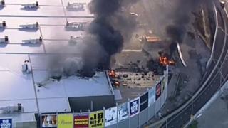 Helikopterden çekilen bu görüntüde AVM'de oluşan hasar gözüküyor
