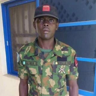 Le soldat a été fêté jeudi par ses collègues pour son honnêteté.