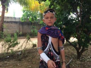 Oscar, un jeune garçon suédois a décidé d'adopter la culture Maasaï