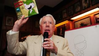 Mort Walker making a drawing of a character from his comic strip Beetle Bailey in 2010.