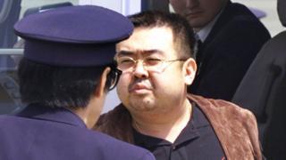 Kim Jong-nam, el hermanastro del líder de ese país, Kim Jong-un, en una foto de 2001 en un aeropuerto de Japón.