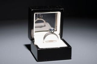 Anel com diamante feito das cinzas de Luis Barragan