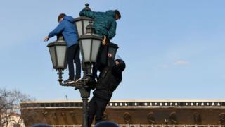 Policeman climbs the lantern