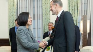 蔡英文在台北总统府会见美国在台协会(AIT)台北办事处处长郦英杰(Brent Christensen)。
