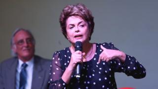 A presidente afastada Dilma Rousseff no lançamento do livro A Resistência ao Golpe de 2016, na UnB. A obra coletiva reúne textos sobre o processo de impeachment