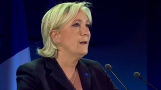 فرانسوا اولاند رئیس جمهوری فرانسه میگوید در دور دوم انتخابات ریاست جمهوری در این کشور به امانوئل مکرون رای می دهد.