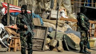 Des soldats de l'armée camerounaise en patrouille dans une des régions anglophones.