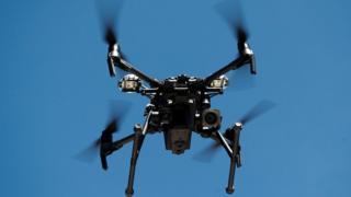 La police kenyane a commencé à utiliser des drones pour identifier les brasseries illégales.