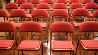 مجموعة من الكراسي