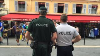 A police officer from Northern Ireland with a police officer from France