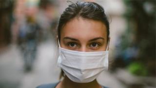 मास्क घातल्याने विषाणुचा फैलाव रोखता येतो का?