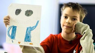 Boy sells his drawings to help his mother during the partial government shutdown in the US.