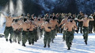 Thủy quân lục chiến Mỹ và Nam Hàn rèn luyện sức chịu đựng trong nhiệt độ -20 độ C trong cuộc tập trận chung mùa đông 2017.