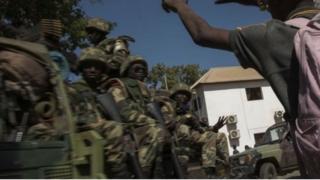 Militaires gambiens