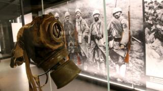 Una máscara de gas en el Museo de la Guerra y la Paz, en Francia