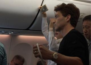 Screenshot of Richard Marx subduing passenger on Korean Air flight