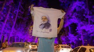 جشن هواداران روحانی شب گذشته در خیابان ولی عصر تهران