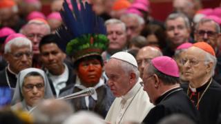 Sacerdotes casados: el papa Francisco cierra la puerta a la ordenación de hombres casados en el Amazonas - BBC News Mundo