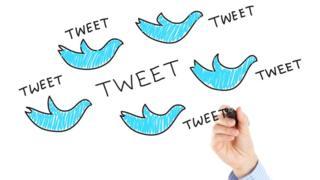 Ilustração mostra diversos pássaros representando o Twitter com traços manuscritos