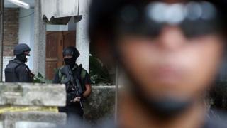 Terduga teroris disebut polisi melakukan perlawanan dengan menembak.