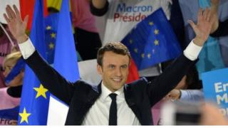 นายมาครงซึ่งมีอายุเพียง 39 ปี และมาจากพรรคการเมืองน้องใหม่ ชนะการเลือกตั้งประธานาธิบดีฝรั่งเศสได้อย่างไร ?