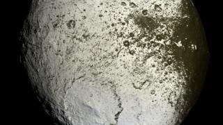 """Япет. Снимок """"Кассини"""" 9 сентябоя 2007 года."""