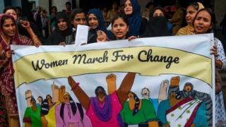 خواتین کے ستاھ جنسی زیادتی کے خلاف خواتین