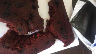 Polis öğrencinin pişirdiği kekin 1 kg olduğunu açıkladı.