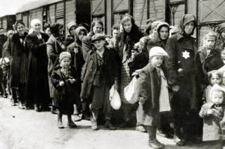 Os chocantes relatos dos Sonderkommandos, judeus forçados a trabalhar nas câmaras de gás do Holocausto