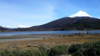 Магеллан назвал архипелаг Огненной Землей, увидев костры яганов на берегу