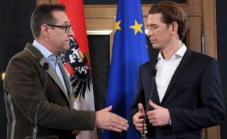 Sebastian Kurz (der.) y Heinz-Christian Strache dieron una conferencia de prensa conjunta en Viena el 15 de diciembre de 2017.