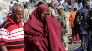 A Somali woman mourning at the scene of the explosion in Mogadishu