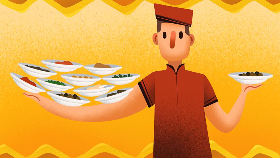 Ilustrasi pelayan di rumah makan Padang membawa tumpukan piring berisi lauk-pauk.